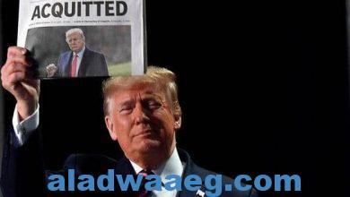 صورة الرئيس الأميركي دونالد ترامب يحمل جريدة تحمل عنوان مبرأ