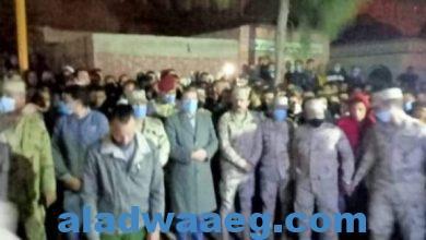 """صورة الآلاف يشيعون جثمان"""" خالد السواحلي"""" شهيد الواجب ومحافظ كفر الشيخ ينعيه"""