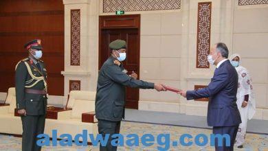 صورة رئيس مجلس السيادة يتسلم أوراق اعتماد سفراء عدد من الدول