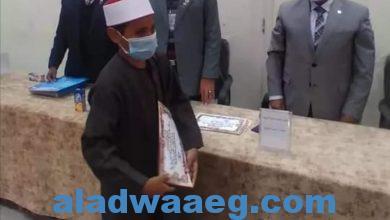 صورة محافظة الأقصر تكرم غلامًا لم يبلغ 14 عامًا لحفظه القرآن الكريم كاملًا بالقراءات