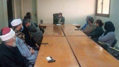 صورة محافظ المنيا ونائبه قد عقدا ، جلسة حوارية مع أهالي قرية اتليدم بمركز ابوقرقاص