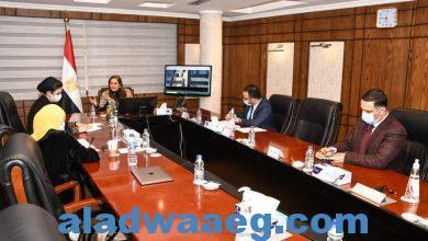"""صورة وزيرة التخطيط والتنمية الاقتصادية تناقش مع ممثلي """"حياة كريمة"""""""