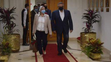 صورة وزيرة البيئة تعقد اجتماعا موسعا ومحافظ البحر الاحمر لمتابعة خطة الإدارة البيئية بالمحافظة