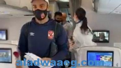 """صورة مصر للطيران"""" توزع الورود على بعثة النادي الأهلي"""