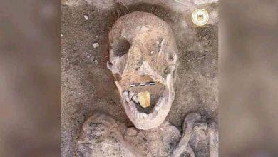 """صورة مومياء بـ""""لسان ذهبي"""".. أحدث الاكتشافات الأثرية في مصر"""