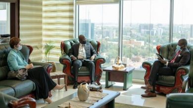 صورة وزير العدل يلتقي المدير القطري للبنك الدولي