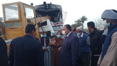 صورة محافظ أسيوط يعلن متابعته المستمرة لحادث تصادم قطار