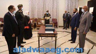 صورة وزيرا الصحة والثقافة والإعلام يؤديان القسم