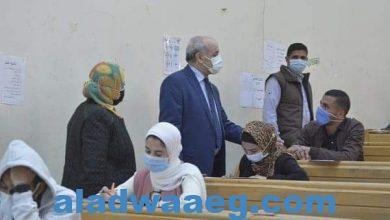 صورة رئيس جامعة الفيوم يتابع سير الامتحانات بكليات الجامعة
