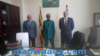 صورة السفير المصري في كمبالا يلتقي مع وزير الأمن الأوغندي لبحث القضايا الإقليمية المشتركة