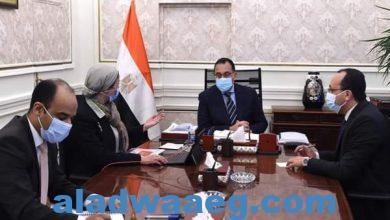 صورة رئيس الوزراء يتابع مع وزيرة البيئة ملفات عمل الوزارة