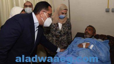 صورة رئيس الوزراء يصل المستشفى التعليمى بسوهاج للاطمئنان على مصابي حادث تصادم القطارين