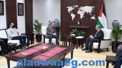 صورة رئيس وزراء فلسطين يستقبل وفدا من منظمة تكية أم علي الأردنية