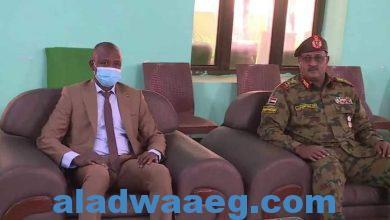 صورة د. الهادي إدريس يؤكد وقوف الحكومة الانتقالية خلف القوات المسلحة
