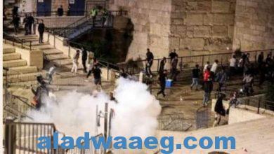 صورة اسرئيل تجبر المعتكفين بالمسجد الأقصى علي الخروج بالقوة