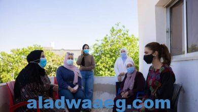 صورة الملكة رانيا العبدالله تزور قرية الفيصلية في مادبا وتلتقي سيدات جمعية اليسرى الخيرية