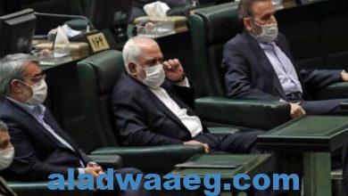 """صورة نائب إيراني يلوح بـ""""إقالة حتمية"""" لظريف"""