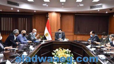 صورة وزير الرياضة يناقش ملف استضافة مصر لبطولة العالم للخماسي الحديث