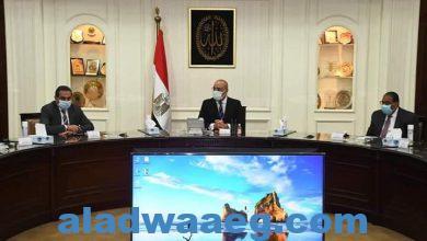 صورة وزير الإسكان يتابع مع مسئولى شركة المقاولون العرب موقف تنفيذ المشروعات المشتركة