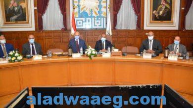 صورة وزير التنمية المحلية يعقد اجتماعاً مع محافظ القاهرة ونوابه ورؤساء الأحياء بمقر المحافظة