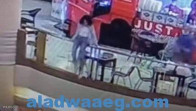 صورة شابة مصرية ألقت بنفسها من أعلى طابق مرتفع داخل مركز تجاري.