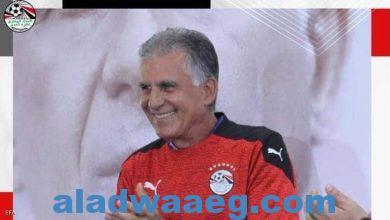 صورة كارلوس كيروش مرتديا قميص منتخب مصر مخاطبا الجمهور: اسمحوا لي أن أكون مصريا،،،