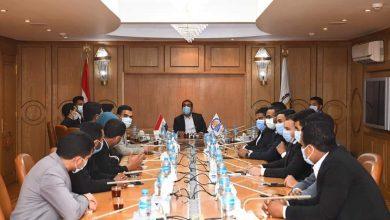 صورة نائب محافظ قنا يناقش مع اعضاء برلمان الشباب جهود الدولة فى تنمية الريف المصرى
