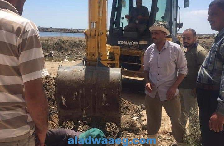 رئيس محلية عزبة البرج الجديد ينهي أزمة مشاكل المياه والصرف