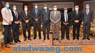 صورة وزير الطيران المدنى يلتقى وزير السياحة والبيئة لجمهورية القمر المتحدة وسفيرها لدى جمهورية مصر العربية..