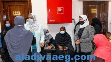 صورة بدء تطعيم السيدات بلقاح فيروس كورونا بفرع المجلس القومي للمرأة بقنا.