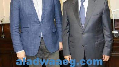 صورة استقبل الدكتور محمد شاكر وزير الكهرباء والطاقة المتجددة السيد نيجل توبينج Nigel Topping بطل العمل المناخى البريطانى رفيع المستوى أثناء زيارته الأولى لمصر.