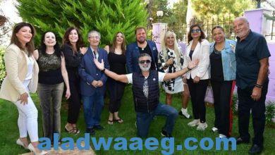 صورة لجنة مهرجان الزمن الجميل تفاجيء د. هراتش بالإحتفال بعيد ميلاده