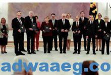 صورة الرئيس الألماني يسلم ميركل ووزراءها وثائق إتمام ولاياتهم